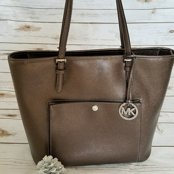 30481b80084a61 Michael Kors MK Jet Set medium bag purse tote. M_5a9c6c633800c584315175e4